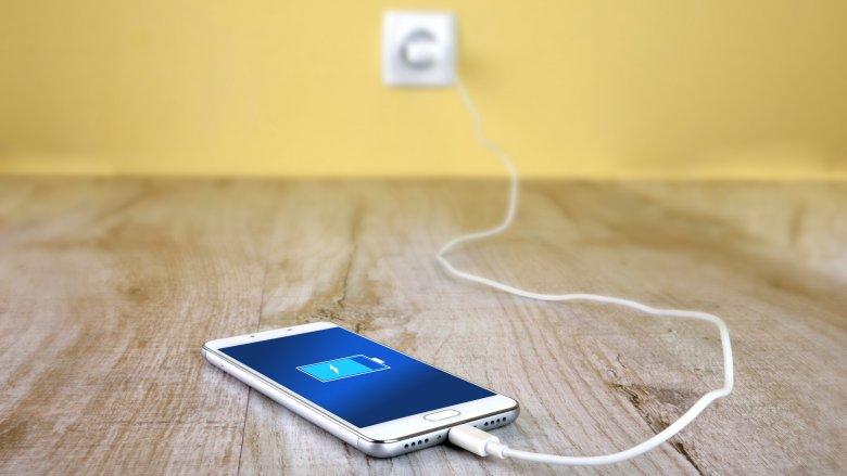 Seu celular desliga com porcentagem de bateria?. Saiba como resolver!